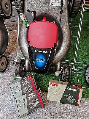 Honda Akku-Rasenmäher HRG466XB inkl. 2 Akkus (6Ah) und Ladegerät