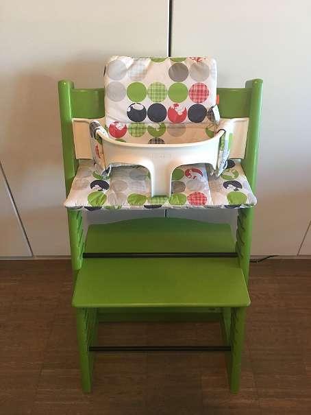 stokke tripp trapp hochstuhl gr n optional mit babyset und kissen und versand 125 5201. Black Bedroom Furniture Sets. Home Design Ideas