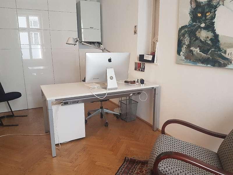Arbeitsplatz 4 im kleinen Zimmer 15m²