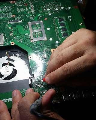 bis zu -30% auf Reparatur ! Upgrade&Aufrüstun l Reinigung von PCs & Notebooks l Display ALLE Größen SERVICE l Windows -Installation l TreiberInstallation l Datenrettung l Beratung l Office Paket Installation l BISO Probleme l Wasserschaden l USW...