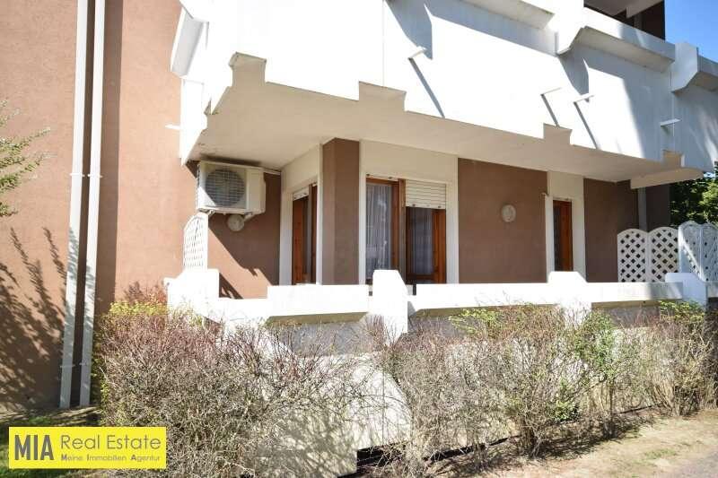 Bild 1 von 11 - Ansicht - Schöne und geräumige 3 Zimmer Wohnung mit Pool und eigenem PKW-Stellplatz Kauf B