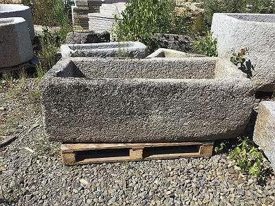 Alter Granitgrander, Streintrog Brunnen