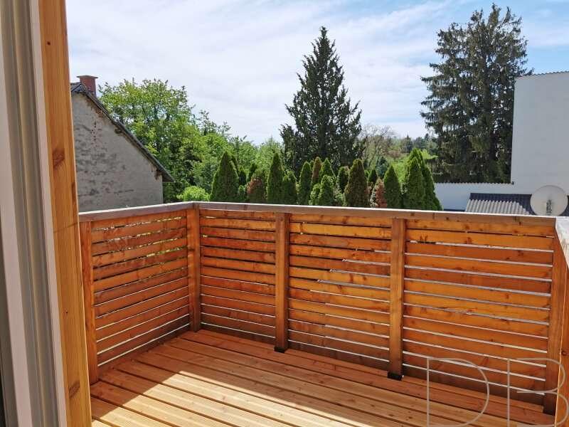 Bild 1 von 7 - Balkon